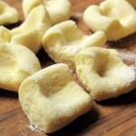 Gli gnocchi di ricotta con baccalà e asparagi