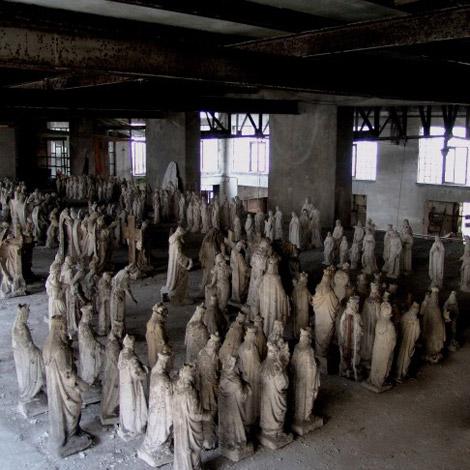 omaggio-cattelan-cont-parisi-rossi-statue