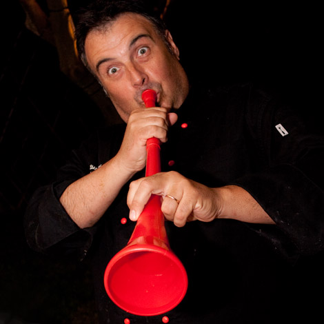 serata-sudafrica-dino-de-bellis-vuvuzela-02