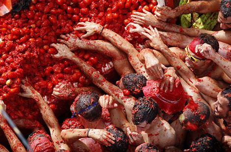 pomodoro-tomatina-ph-Fernando-Bustamante-AP