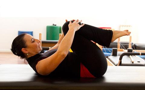 pilates-single-leg-stretch-1