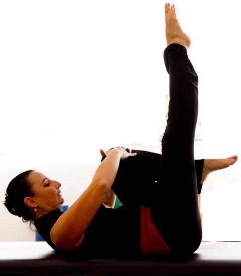 pilates-single-leg-stretch-2