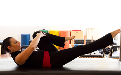 pilates-single-leg-stretch-3