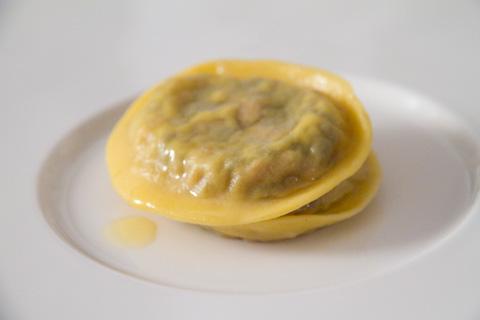 bottura-ravioli-cotechino-lenticchie