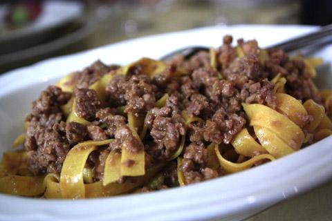 le-tagliatelle-al-ragù-bolognese-tradizionale-dell'osteria-bottega