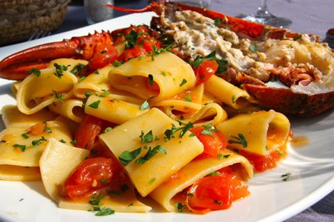 Il pesce al ristorante la baia sul mare di fregene for Mangiare vicino al giardino di ninfa