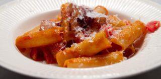 La ricetta perfetta dell'amatriciana gastrofighetta è con la cipolla