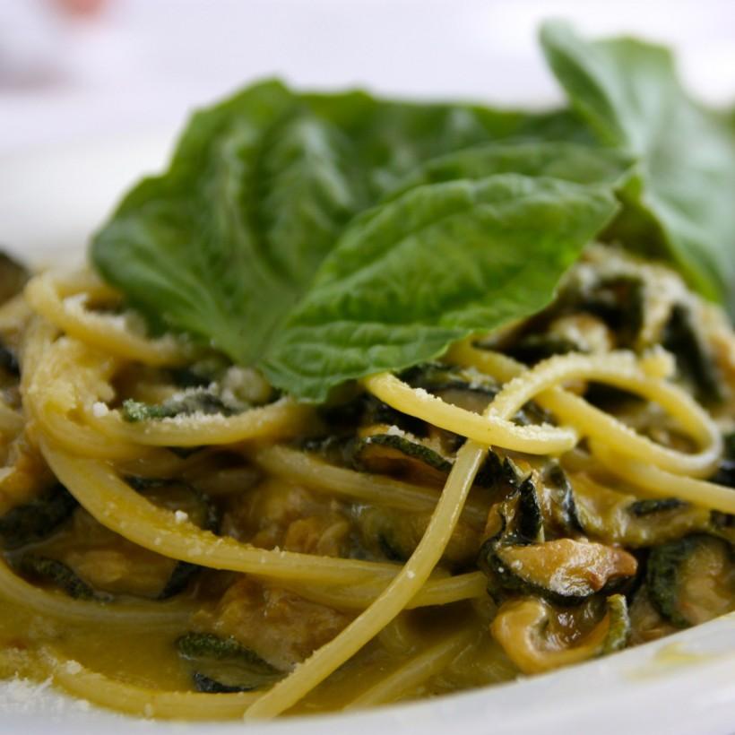 basilico sugli spaghetti