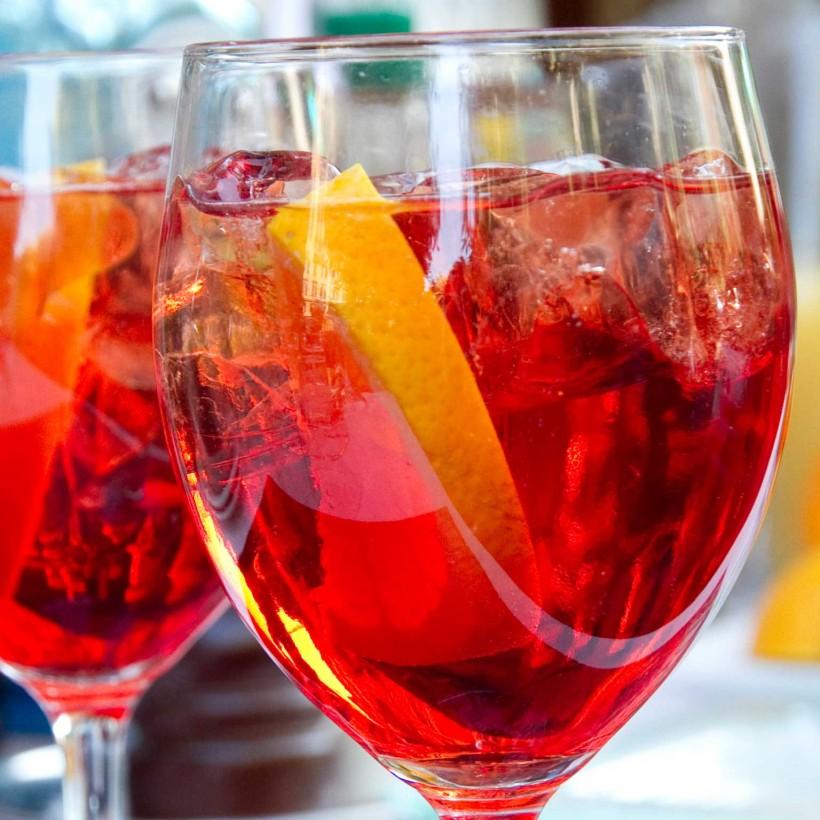 Ricetta Aperol Spritz Con Vino Bianco.Cocktail La Ricetta Migliore Dello Spritz Con Aperol Campari O Cynar
