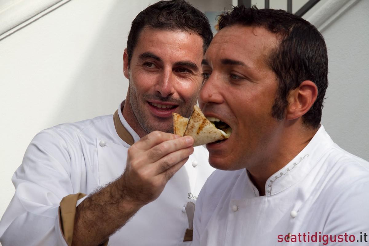 Scatti-di-Pizza-Ernesto-fa-assaggiare-a-Gino-la-pizza-Don-Alfonso