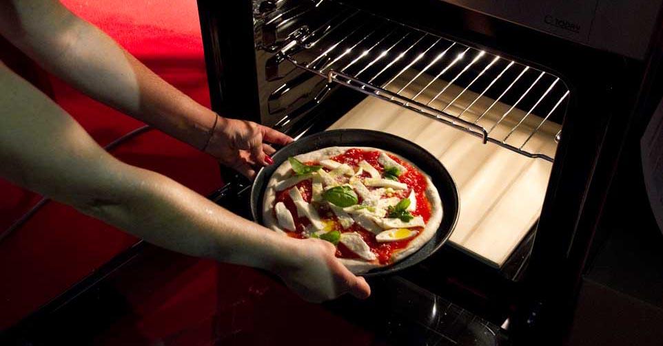 Pizza napoletana a ruota di carro fatta in casa