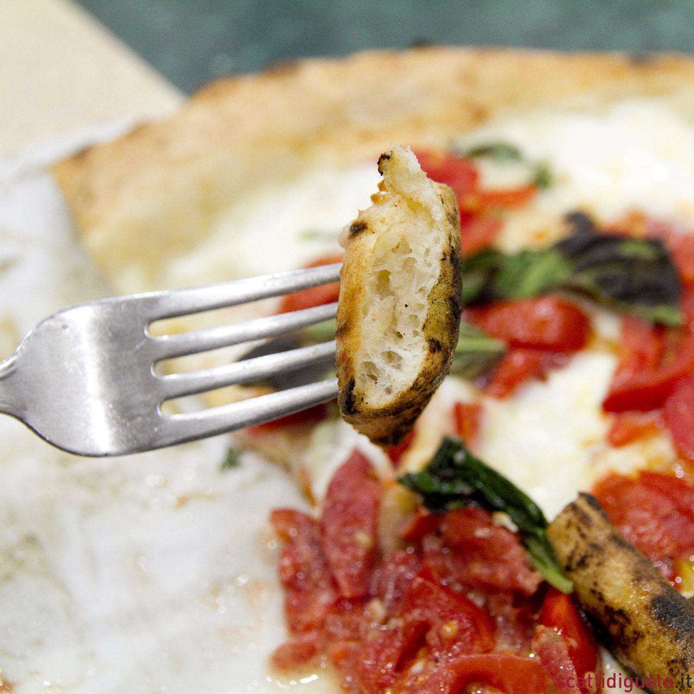 Lezioni di pizza 10 cose da sapere per farla a casa - Cornicione casa ...