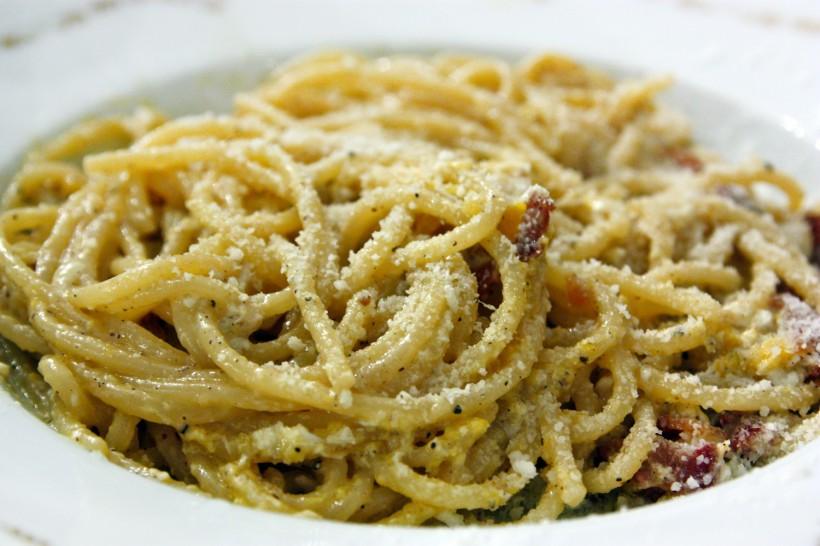 spaghetti-alla-carbonara-ristorante-Checchino-Roma