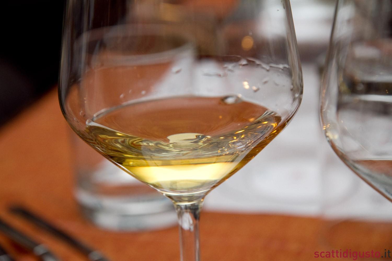 vino-bianco-nel-bicchiere-cpic