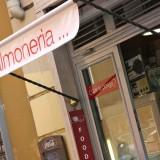 Un marziano a Roma/65 Mentre fai shopping ci scappa un panino al salmone