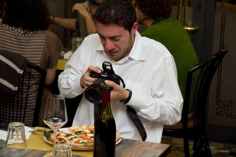Cagnetti fotografa pizza margherita bufala