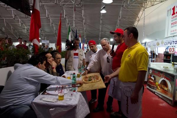 Festa a Vico 2012. Gennaro Esposito presenta il programma della pizza