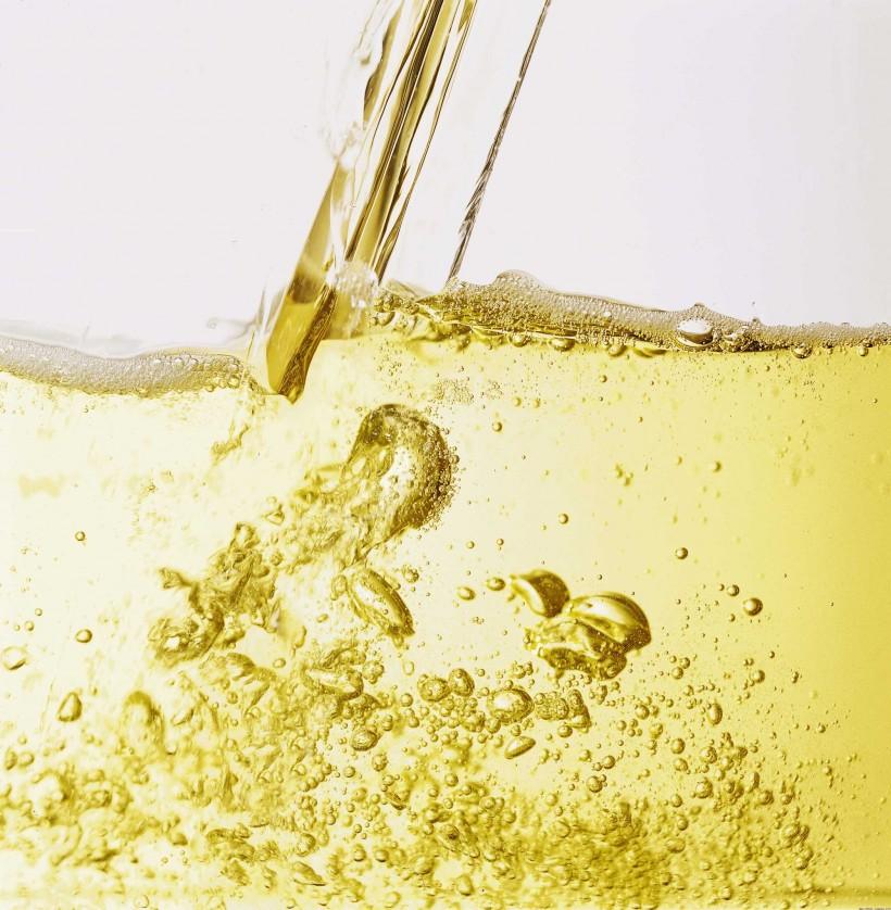 Feste salutari con champagne e spumante. Garantisce lo studio di Klatsky