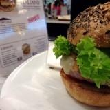 Eataly Roma. Chi scommette 12 € sull'hamburger italo-americano di 'Ino?