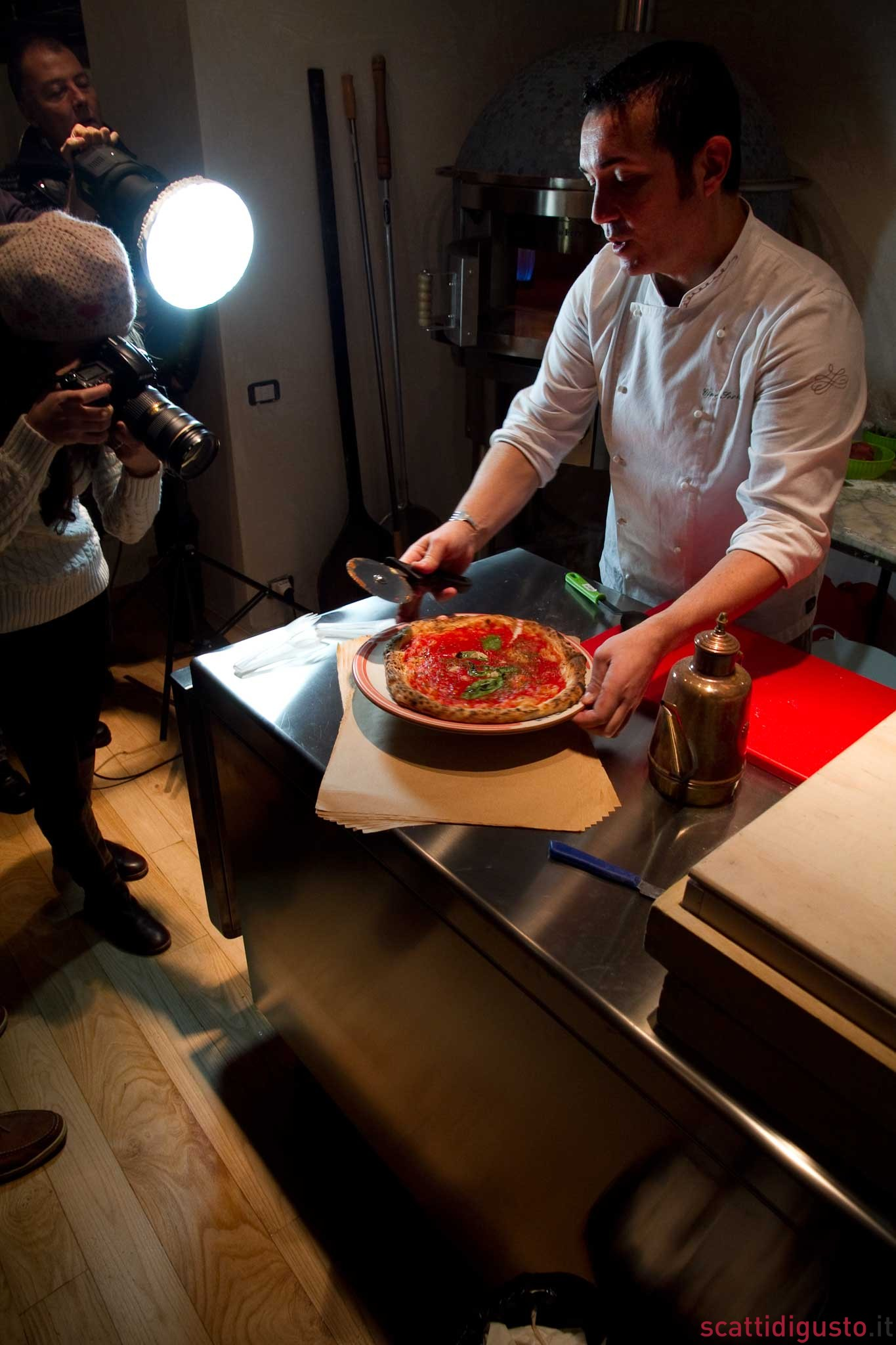 Gino-Sorbillo-casa-della-pizza-forno-gas-13