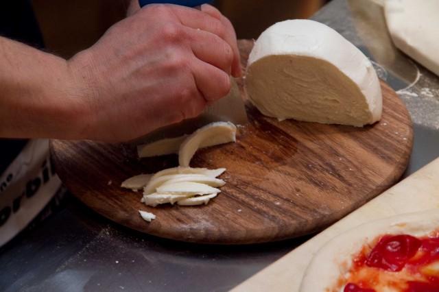 pizza-Sorbillo-criscito-naturale-08-mozzarella-1