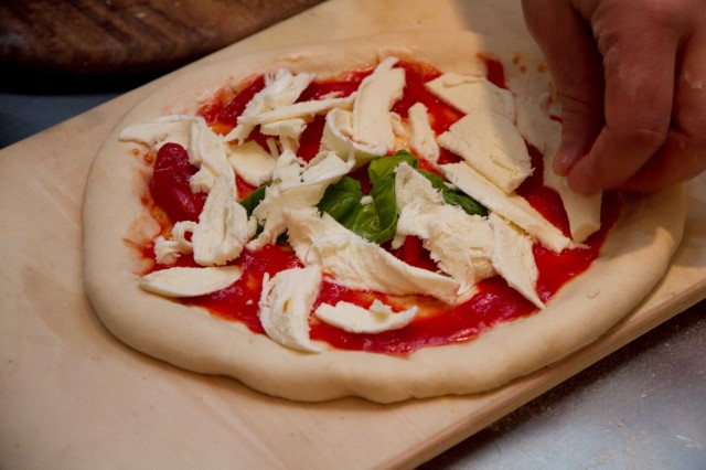 pizza-Sorbillo-criscito-naturale-08-mozzarella-2