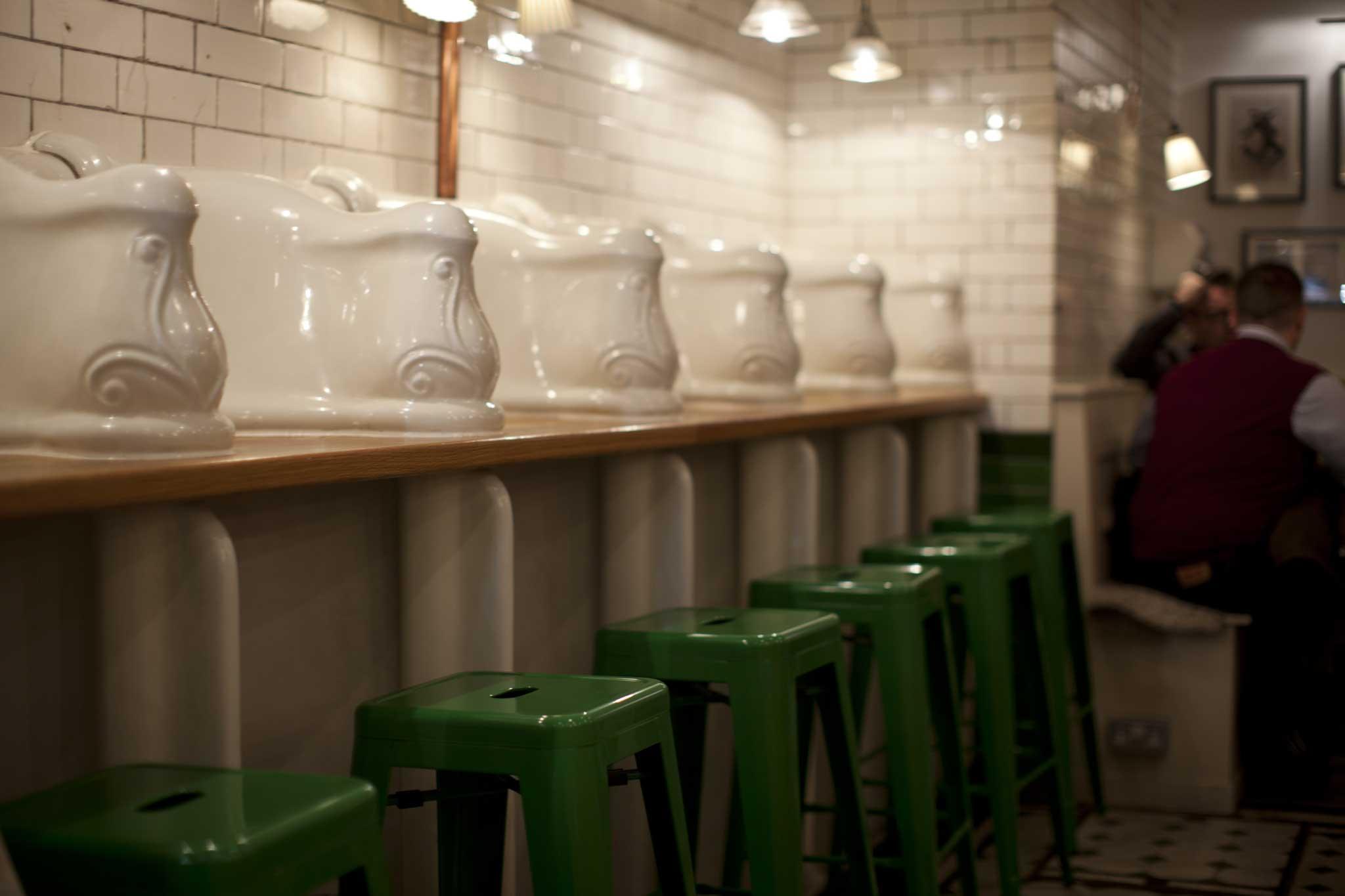 Strategie per trasformare un bagno pubblico in un - Vespasiano bagno ...