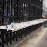 Attendant-Cafè-Londra-panchina