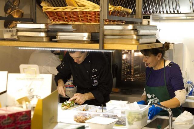 cucina-nel-negozio-abbigliamento-Andrei-Perugia