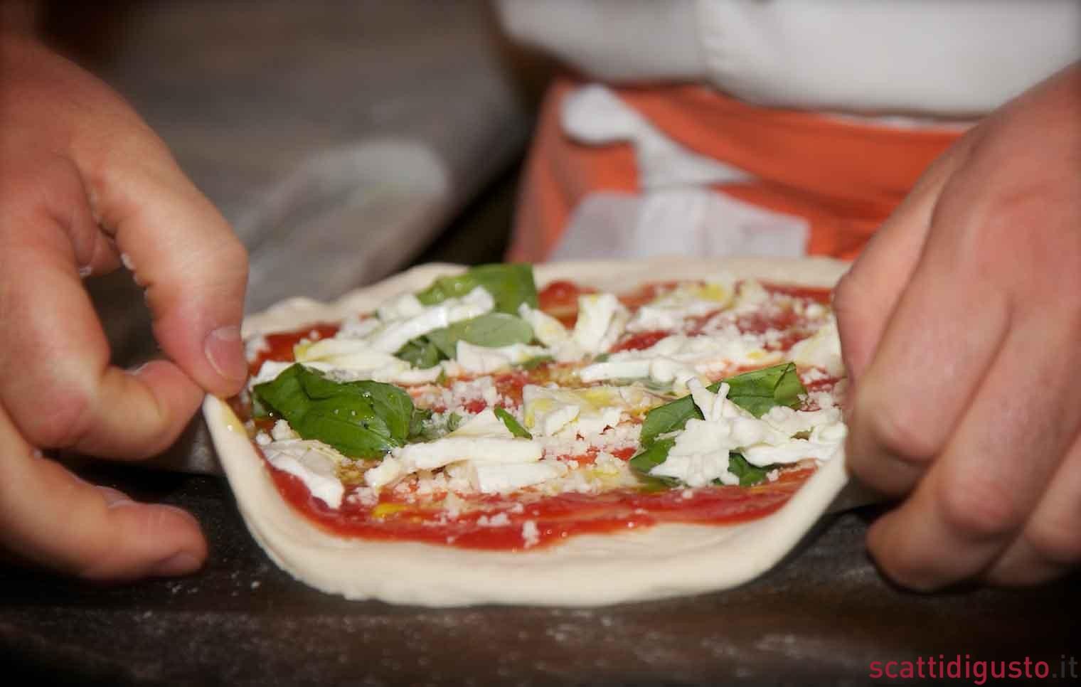 ... , la pizza gorgonzola e mozzarella di Enzo Coccia va a Las Vegas