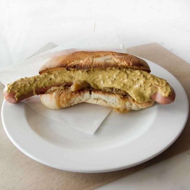 super-hot-dog-mangiari-di-strada-q