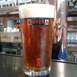 Malti inglesi e luppoli in fiore, la nuova birra di Brooks Carretta è vera. Papa Reale no