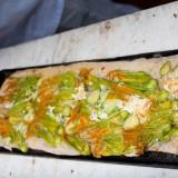 Ricetta. Pizza rovesciata con fiori di zucca in stile Gabriele Bonci