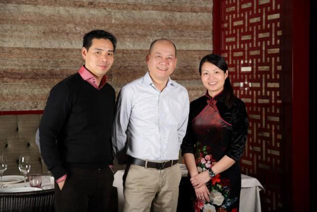 Ike e Chiara Wang  con lo chef Guoqing Zhang Bon Wei Milano