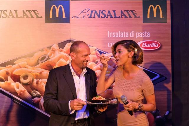 belen-mangia-pasta-da-mc-donald's