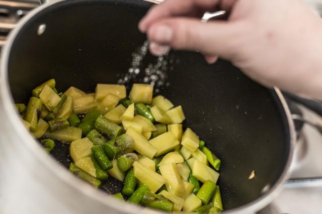 vellutata-asparagi-e-patate-03