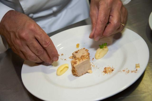 Heinz-Bech-prepara-foie-gras-anatra