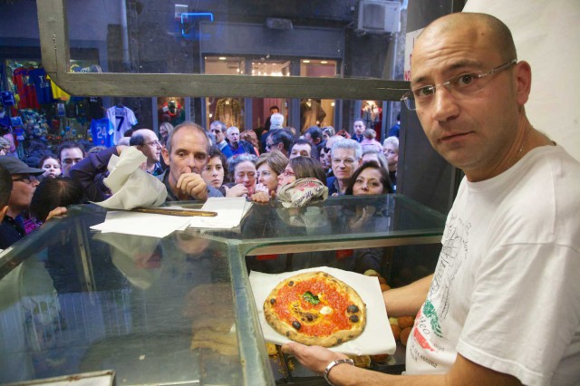 Salvatore-Di-Matteo-pizza-da-asporto-Napoli