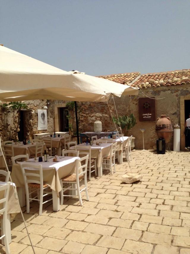 cortile-arabo-ristorante-Marzamemi-Sicilia