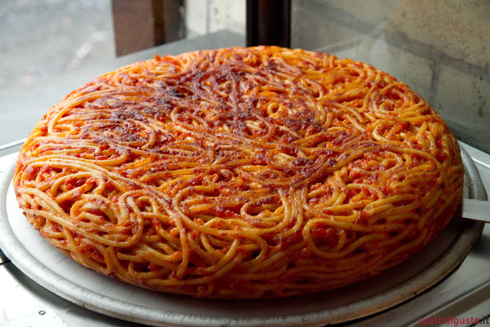 frittata-di-maccheroni-pizzeria-donna-regina-Napoli