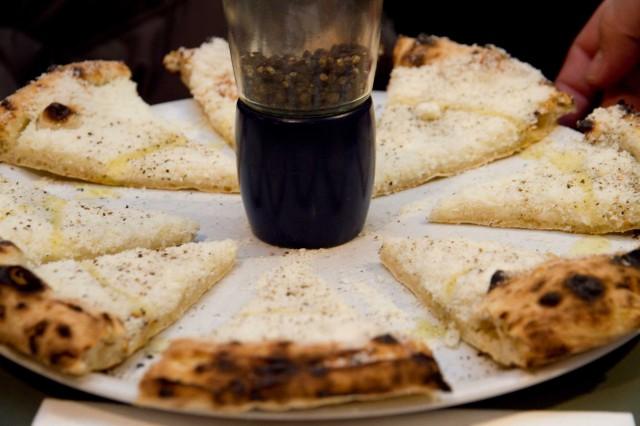 pizza-cacio-e-pepe-Sforno-Roma