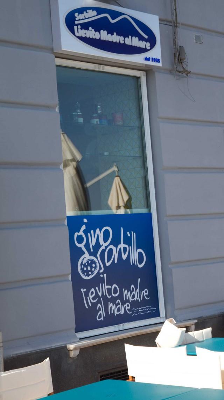 pizzeria-Sorbillo-Lievito-Madre-a-Mare-Napoli-02