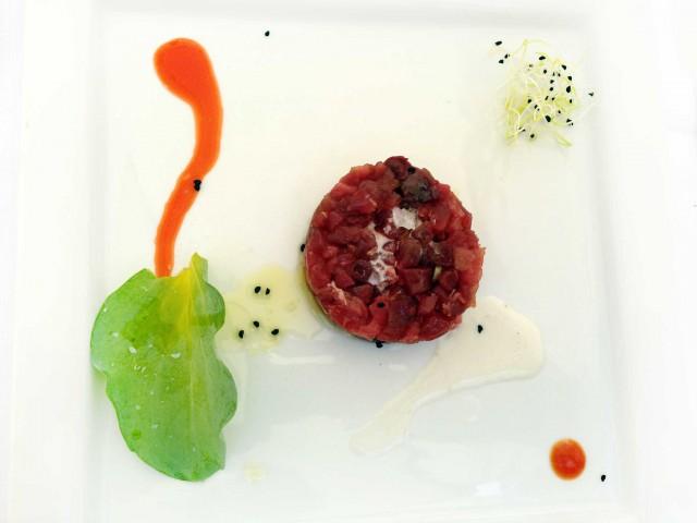 tartare-tonno-cortile-arabo-ristorante-Sicilia