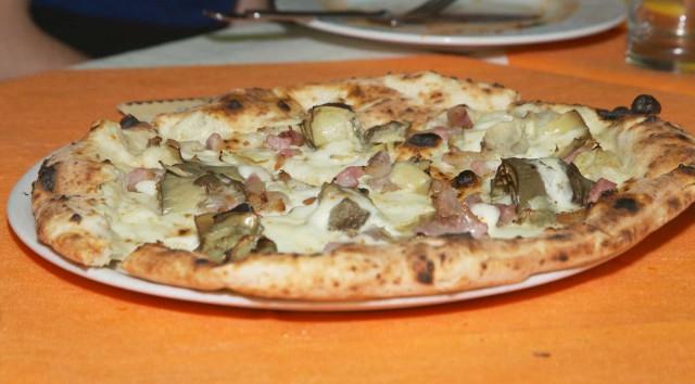 Ciro-Salvo-pizza-carciofi-pancetta