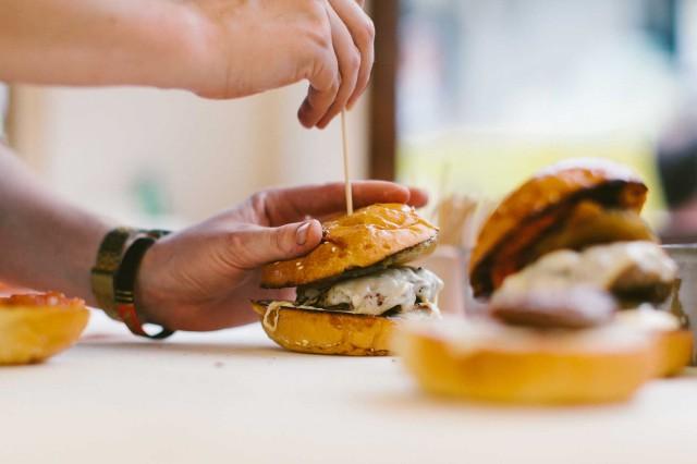 Summer-Burger-2-Kristin-Frederick_credits-Davide-Zanoni