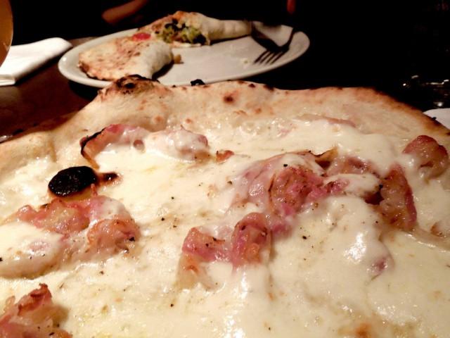 pizza-dry-pancetta-arrosto-fior-di-latte-pepe-Sarawak