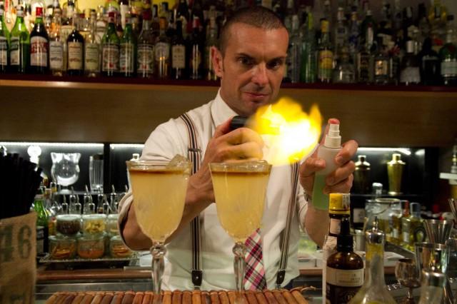 cocktail Golden Mai Tai flambatura
