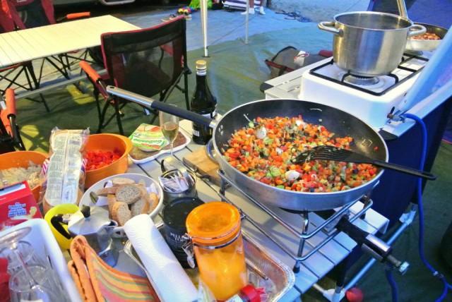 cucina da campeggio preparazione