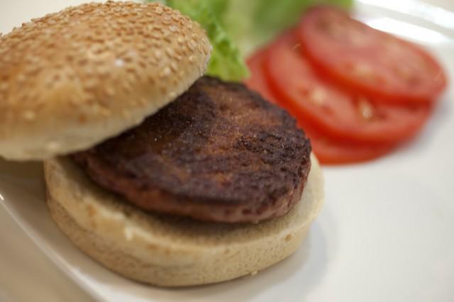 hamburger di carne artificiale preparazione 08