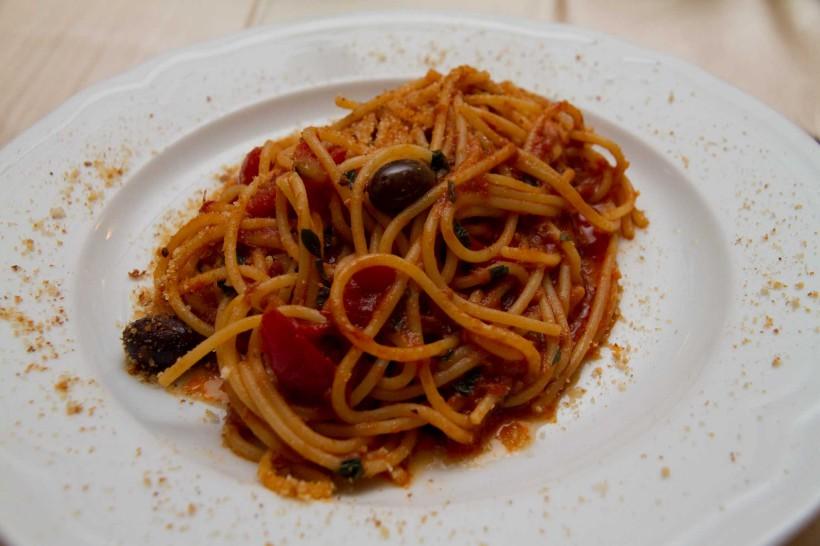 spaghetti alici menaica il rosso e il mare acciaroli